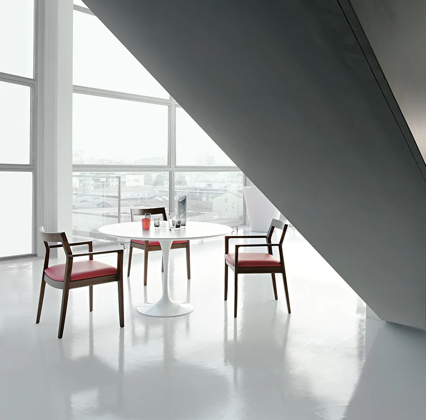 The Saarinen Knoll marble table: an icon that stands the test of time
